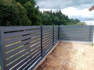 gorizontalnyi-zabor-_rancho_planken-metall-7024_1